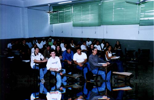 Sala de aula da graduação da Faculdade. Aula da graduação.